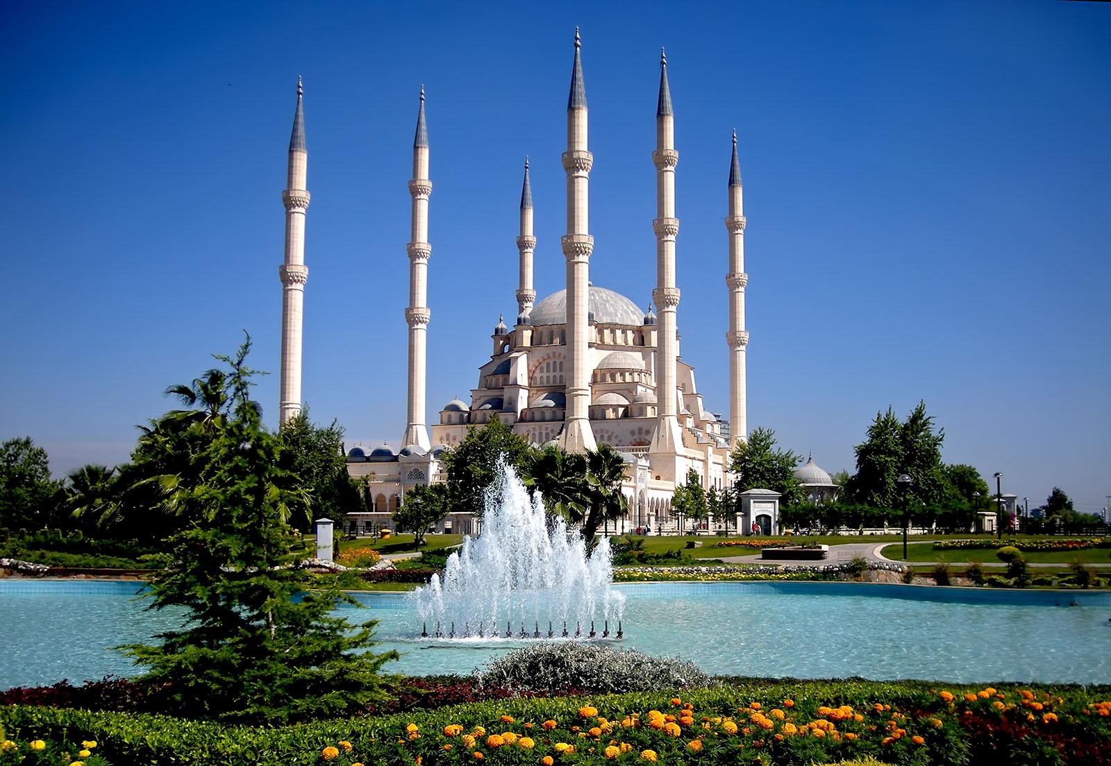 Adana_Sabanci_Merkez_Camii_3.jpg