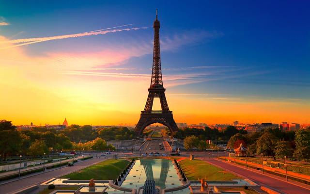 Benelux-Paris-Eyfel.jpg