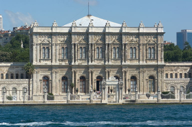 istanbul-dolmabahce-palace.jpg